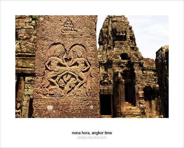 Dancing Apsaras on a column of Prasat Bayon temple, Angkor, Cambodia
