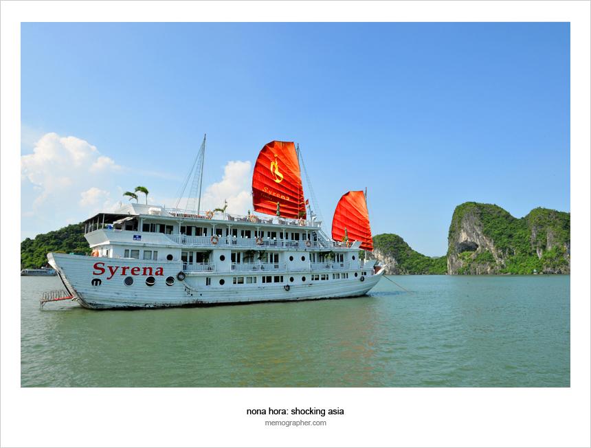 Descending Dragon's Bay, Vietnam