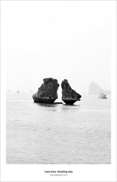 The Kissing Rocks. Ha Long Bay, Vietnam
