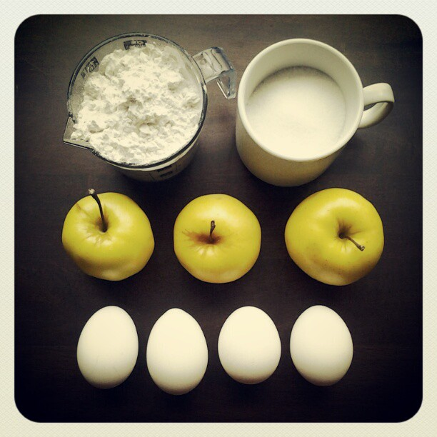 Step 1. Take 4 chicken eggs, 3 apples, 3/4 cup of sugar, 1 cup of flour.