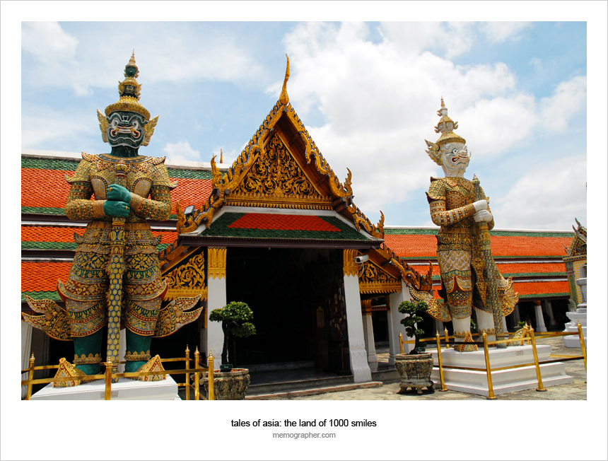 Thotsakhirithons, mythical giant demons, guarding the east gate of the Grand Palace